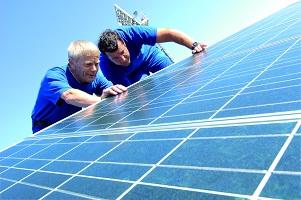Arbeit an einer Solaranlage
