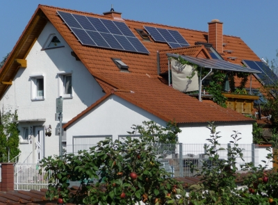 Haus mit Solarkollektoren